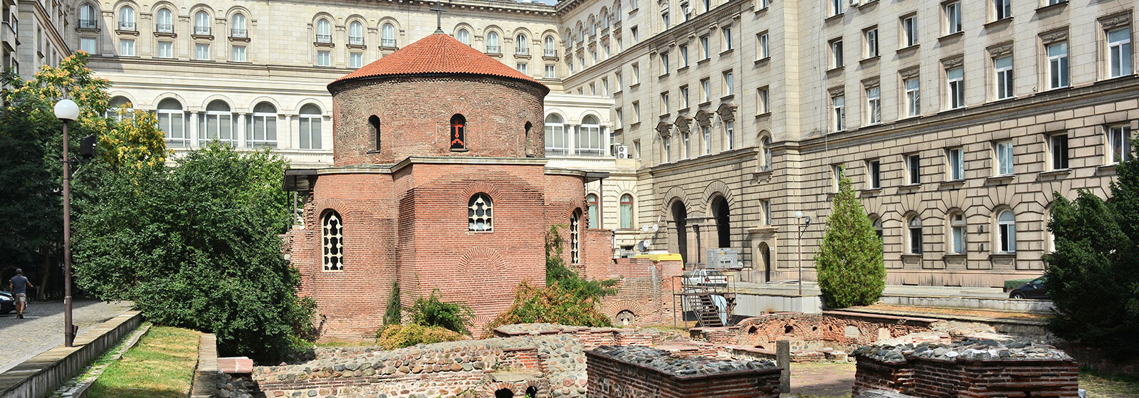"""Столичният район """"Средец"""" лежи на основите на няколко хилядолетна история. Тук се намира Ратондата """"Свети Георги"""" - един от първите християнски храмове в света."""